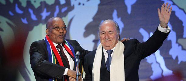 Etelä-Afrikan presidentti jacob Zuma ja Kansainvälisen jalkapalloliiton puheenjohtaja Sepp Blatter toivottivat jalkapallofanit tervetulleiksi Etelä-Afrikkaan.