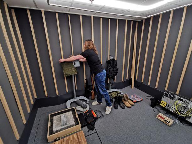 Remedyn kellarissa nauhoitetaan erilaisia ääniä ja napataan motion capture -videoita.