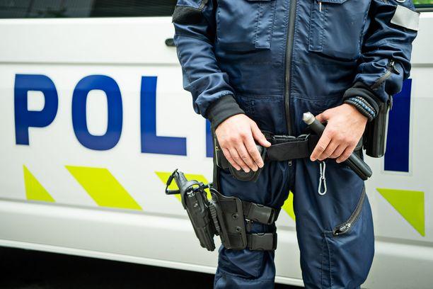 Hyvä koulutus, ajanmukaiset varusteet ja riittävä poliisien määrä ovat perustekijöitä työssä onnistumiselle, kirjoittaa Iltalehden Juha Keskinen. Kuvituskuva.