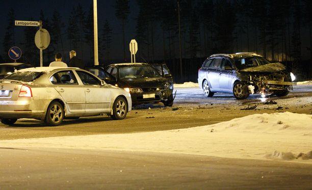 Kymenlaakson pelastuslaitoksen asemamestari Janne Toikkasen mukaan kukaan loukkaantuneista ei loukkaantunut vakavasti, mutta autot vaurioituivat korjauskelvottomiksi.