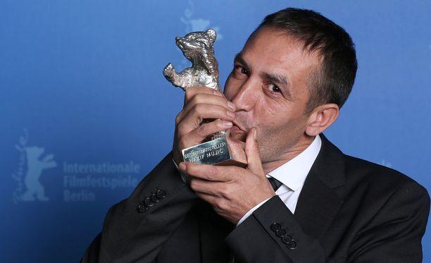 Näyttelijä Nazic Mujic voitti Silver Bear -palkinnon Berliinin elokuvajuhlilla viisi vuotta sitten. Hän joutui myymään palkintonsa saadakseen ruokaa perheelleen.