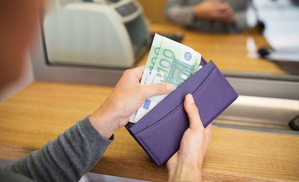Naiselta huijattiin kymmeniä tuhansia euroja.