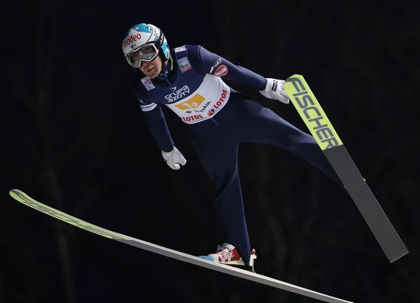 Jarkko Määttä hyppäsi lauantaina pisimmillään 111 metriä.