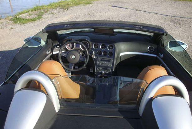 KLASSIKKO Spider on yksi Alfa Romeon perinteisimmistä automalleista.