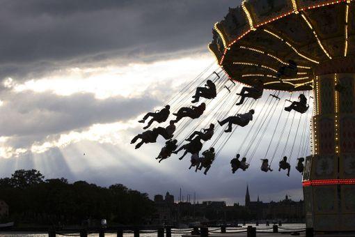 Gröna Lundin tivolissa viihtyy pilvisenäkin päivänä.