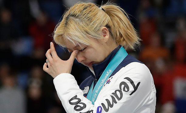 Kim Bo-reum voitti yhteislähdössä olympiahopeaa, mutta aikaisempien kisatapahtumien johdosta hän ei uskaltanut ottaa kaikkea iloa irti mitalistaan.