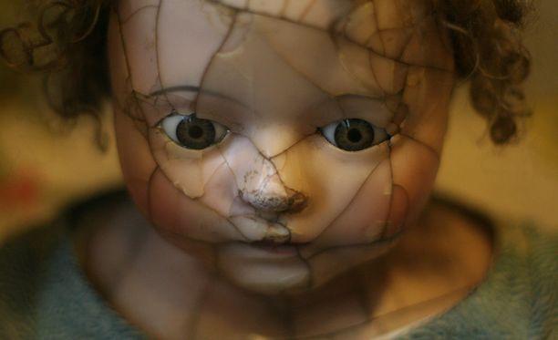 Yölliset kauhukohtaukset eivät ole painajaisia. Lapsi pysyy kohtauksen aikana unessa eikä muista sitä enää aamulla.