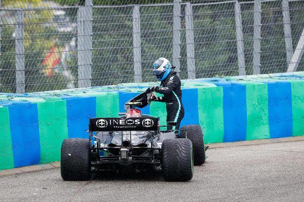 Valtteri Bottas keskeytti sunnuntain kilpailun aikaisessa vaiheessa.