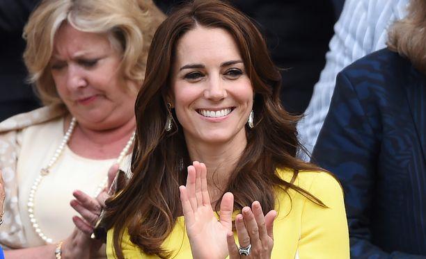 Vuonna 2016 herttuatar Catherine edusti Wimbledonissa pitkässä kiharakampauksessa.