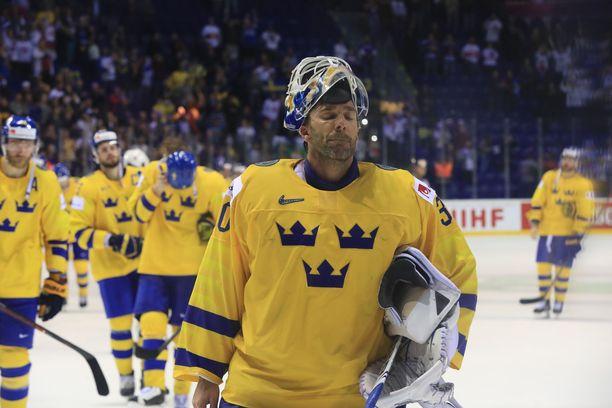 Henrik Lundqvist joutui poistumaan MM-jäältä pettyneenä.