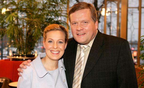 Mari Sarolahti ja Lauri Karhuvaara juhlivat Huomenta Suomen 15-vuotispäivää vuonna 2004.
