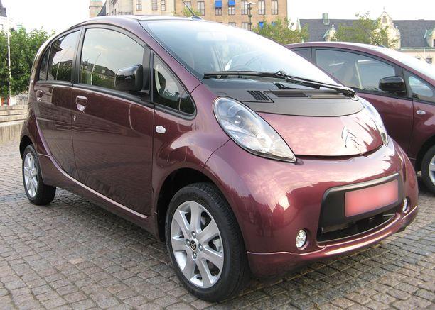 Citroen C-Zerossa ja sen sisarmalleissa Peugeto Ionissa ja Mitsubishi MieVissä on 16 kWh:n akusto, joka tarjoaa vanhan laskentakaavan mukaan noin 150 kilometrin toimintamatkan. Käytännön toimintamatka jäänee alle 100 kilometrin.