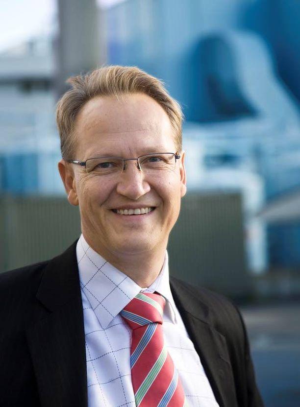 Sekä Juha Häkkinen (kuvassa) että Paula Risikko kuuluvat Vaasan vaalipiiriin.