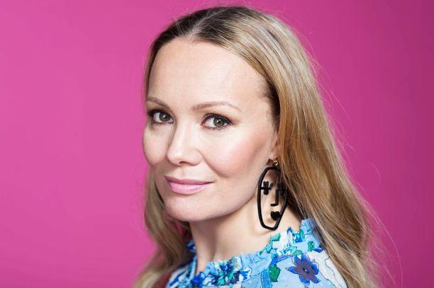 Marja Hintikka on suorien lähetysten nainen. Puoli seitsemän -ohjelma ja Marja Hintikka Live kerryttivät niitä paljon. Nyt on Vappu ja Marja Liven vuoro.