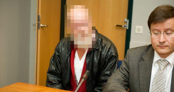 Mies toi uhrin pään näkyville, kun tuttavat eivät uskoneet hänen kertomustaan surmasta.
