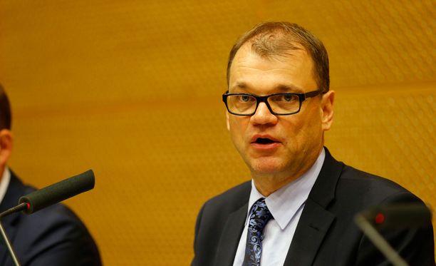 Etenkin keskustan ja perussuomalaisten kannattajat liputtavat Juha Sipilän (kesk) hallituksen ministerien puolesta.