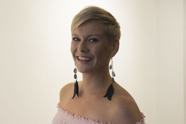 Heidi Sohlberg, 37, kärsii pahasta käärmefobiasta. Hän toivoo, ettei joudu matelijoiden kanssa nokat vastatusten TV-kuvauksissa.