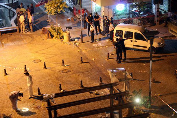 Arkistokuvaa Istanbulin pommi-iskuista heinäkuussa 2008. Räjähdyksissä kuoli 17 ihmistä ja loukkaantui toistasataa. Tekijäksi epäiltiin Kurdistanin työväenpuoluetta.