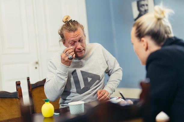 Suurmestarin ensimmäisessä jaksossa Jukka Hildén ja muut kilpailijat keräsivät kyyneleitä.