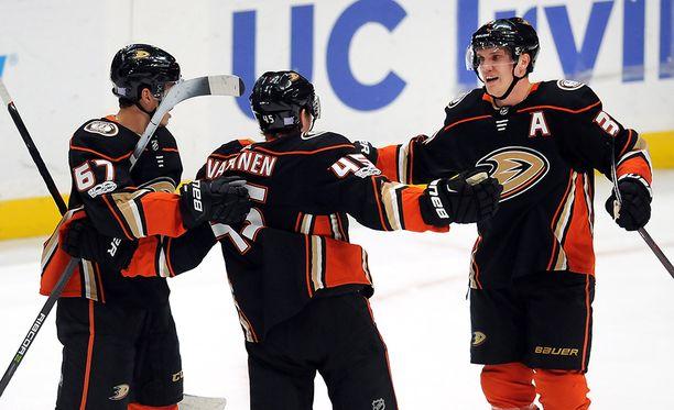 Sami Vatasen osuma vei Ducksin hetkelliseen 2-0-johtoon.