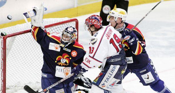 HIFK:n ja Jokereiden paikalliskamppailussa riitti säpinää.