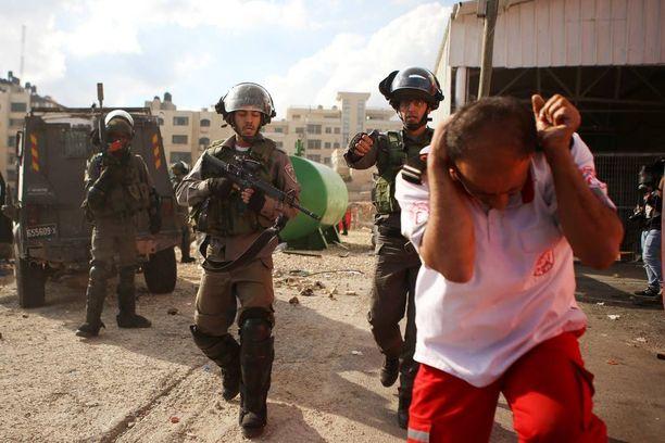 Israelin poliisi käytti perjantaina paprikasumutetta palestiinalaista lääkintähenkilökuntaa vastaan Länsirannalla.