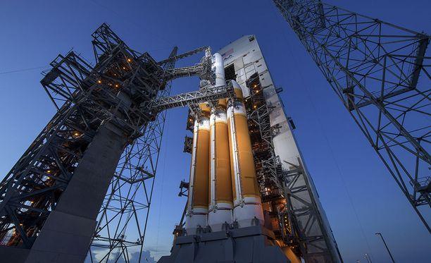 Avaruusjärjestö Nasan kuva Parker-luotaimen laukaisusta. Parkerin tehtävänä on hankkia lisätietoa aurinkotuulista.