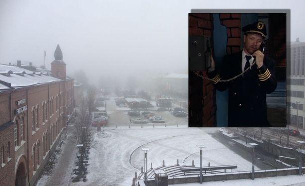 Sumu peitti myös Tampereen keskustan keskiviikkona. Kyseessä on lentäjäsketsistä tuttu inversio.