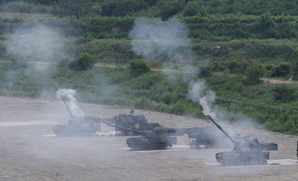 Yhdysvaltojen tykistöä harjoituksissa Etelä-Koreassa tiistaina.