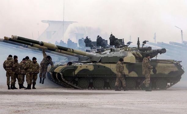 Ukrainan päätös mahdollistaa maan liittymisen sotilasliittoihin.