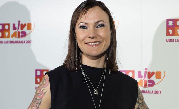 Mira Luoti on kolmen lapsen äiti.