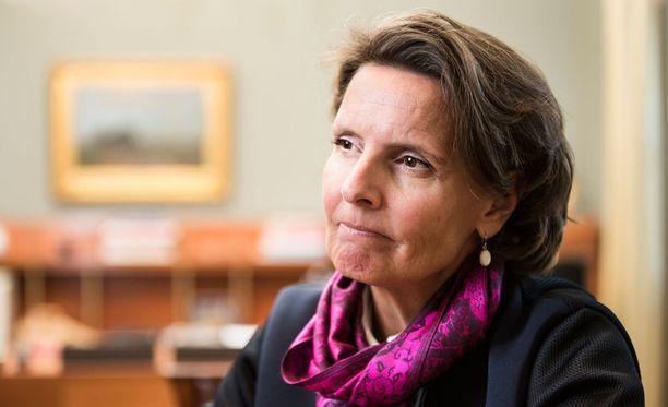 Liikenne- ja viestintäministeri Anne Bernerin (kesk) mukaan pääministeri Juha Sipilän (kesk) kanssa on sovittu, ettei autoverosta luovuta. Arkistokuva.