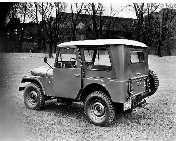 PITKÄIKÄISIN Jeep Universalin viides sukupolvi CJ5 esiteltiin vuoden 1954 lopussa ja sen valmistusta jatkettiin aina vuoteen 1983, pidempään kuin minkään aiemman Jeepin.