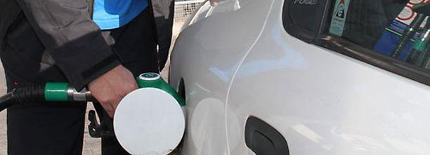 Väärät tankkaukset alkoivat lisääntyä pari vuotta sitten, jolloin verouudistus lisäsi merkittävästi dieselautojen myyntiä.