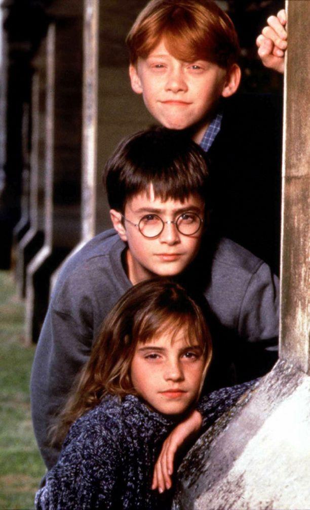 Harry Potter -elokuvien pääosakolmikko suloisina vuonna 2000.