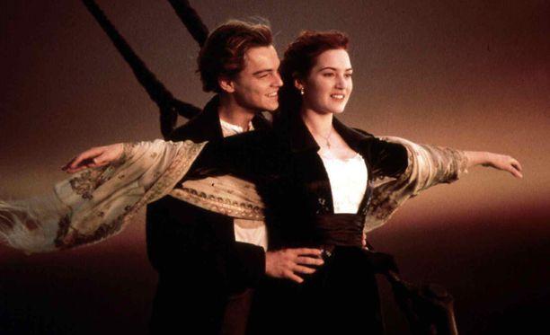 Jack ja Rose Titanic-elokuvan legendaarisessa kohtauksessa.