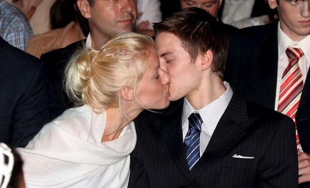 Petteri Koponen ja Linda Hatakka ovat kulkeneet jo pitkän yhteisen matkan. Kuva vuoden 2007 NBA-draftista.
