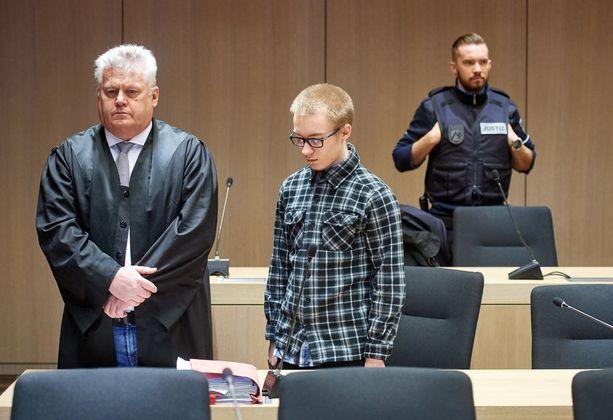 Nuoresta iästään huolimatta Hesseä ei tuomittu teosta nuorena henkilönä.