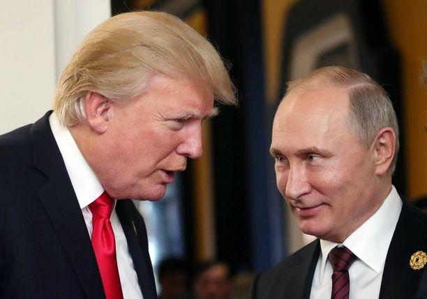 Trump ja Putin tapaavat Pariisissa viikonloppuna. Suhteiden tulevaisuus ei näytä Kremlin mukaan valoisalta