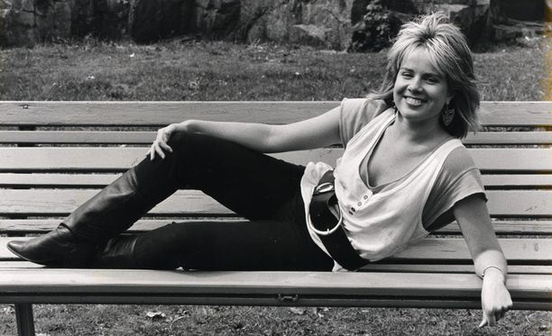 Kaija Koo soolouransa alussa toukokuussa 1985. Seuraavana vuonna ilmestyi naisen debyyttialbumi Kun savukkeet on loppuneet.