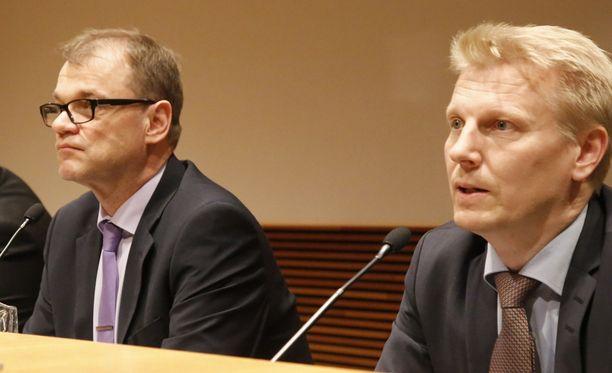 Juha Sipilä ja Kimmo Tiilikainen (kesk).