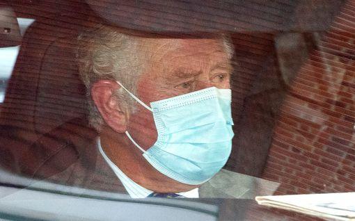 Miksi prinssi Charles kävi koronarajoitteista huolimatta katsomassa isäänsä sairaalassa – Pelkääkö hän pahinta?