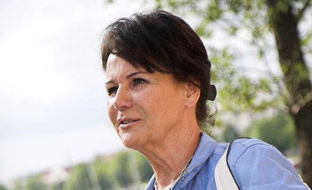 Pirkko Arstila järkyttyi kuultuaan ystävänsä olevan epäiltynä lapseen kohdistuneista seksuaalirikoksista.