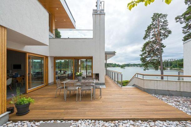 Merenrantatontilla Helsingin Tammisalossa sijaitseva erillistalo kiinnosti kahdeksanneksi eniten. Kyseessä on valkoinen betoniharkkotalo, jota ympäröi japanilaistyyppinen puutarha.
