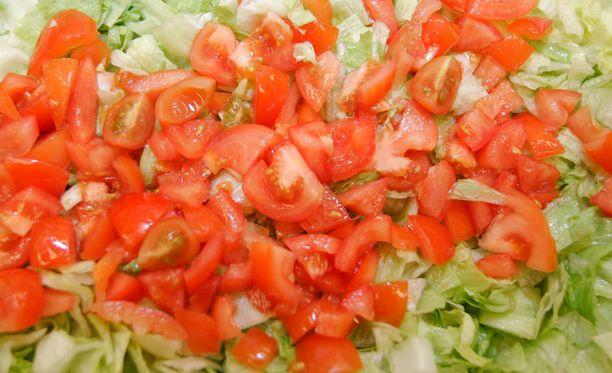 Moni ei ymmärrä, että maksaa kulhosta salaatin ohella.