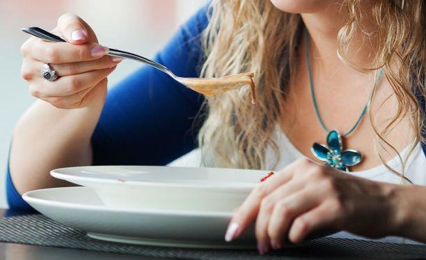Tutkijat seurasivat eri tavoin syöviä laihdutusryhmiä 16 viikkoa.