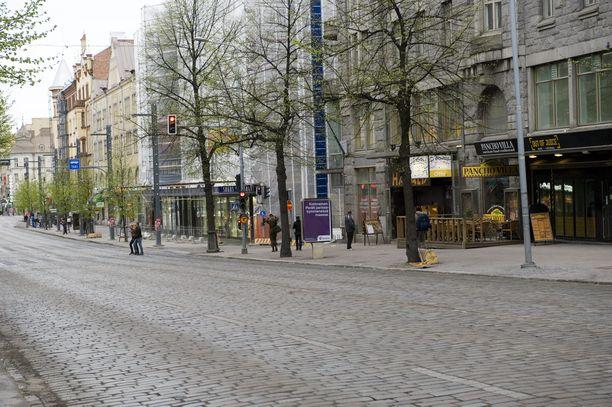 Pahoinpitely tapahtui Tampereen Hämeenkadulla torstai-iltana. Kuvituskuva.