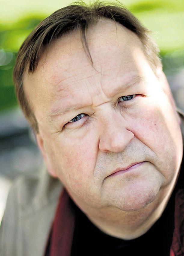 LÄHETTI RUUSUJA. Mikko Kivinen lähetti kukkien lisäksi lipun näytelmänsä ensi-iltaan.