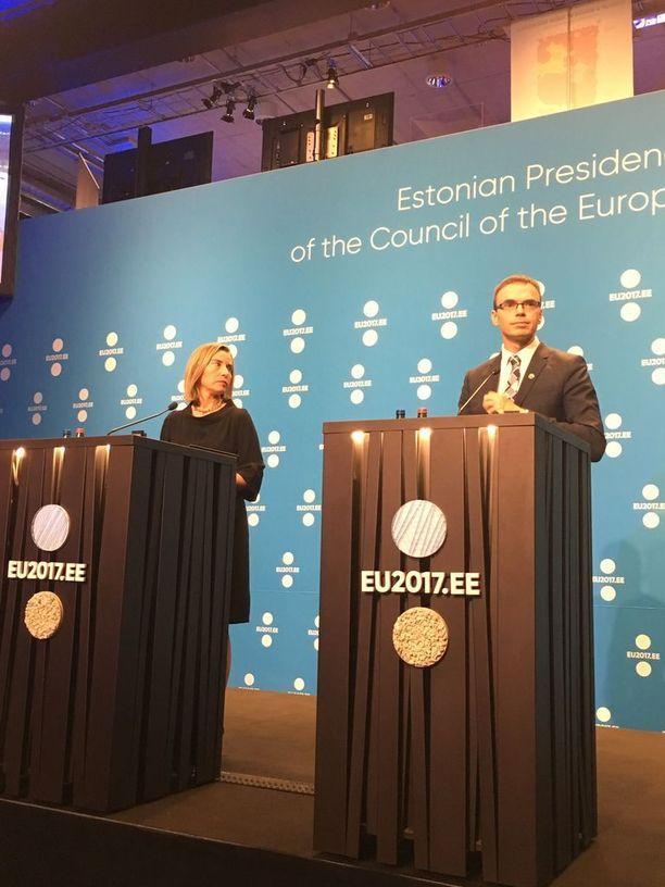 EU:n ulkopoliittinen edustaja Federica Mogherini ja Viron ulkoministeri Sven Mikser esittivät Tallinnan EU-kokouksen tiedotustilaisuudessa osanottonsa Espanjalle ja Suomelle viimeaikaisten terrori-iskujen johdosta.
