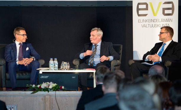 Antti Rinne (sd) ja Alexander Stubb (kok) ovat yhtä mieltä, että Suomen ei kannata nyt liittyä Natoon. Mukana pääministeritentissä on myös keskustan Juha Sipilä.